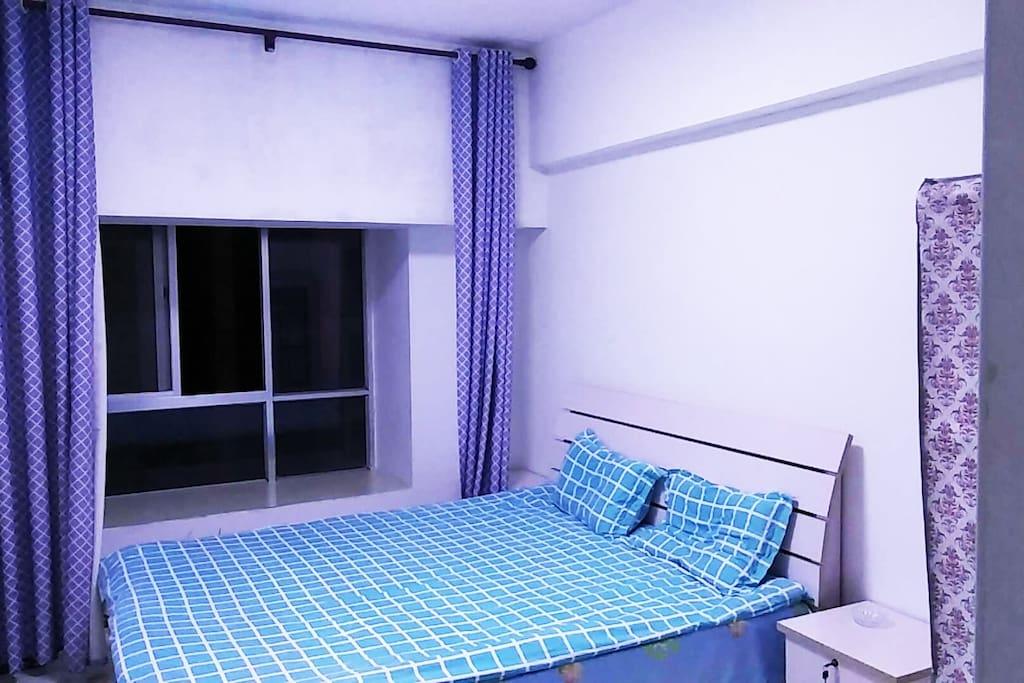 1号房间,有衣柜,床头柜,空调