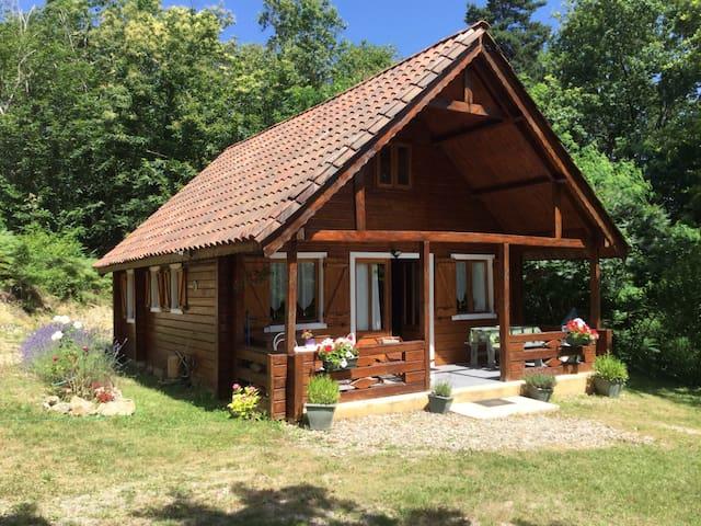 Chalet au calme en forêt, 5 min Sarlat - Proissans - Almhütte