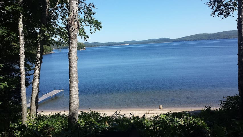 Rustic waterfront cottage on Lac Simon, sleeps 6