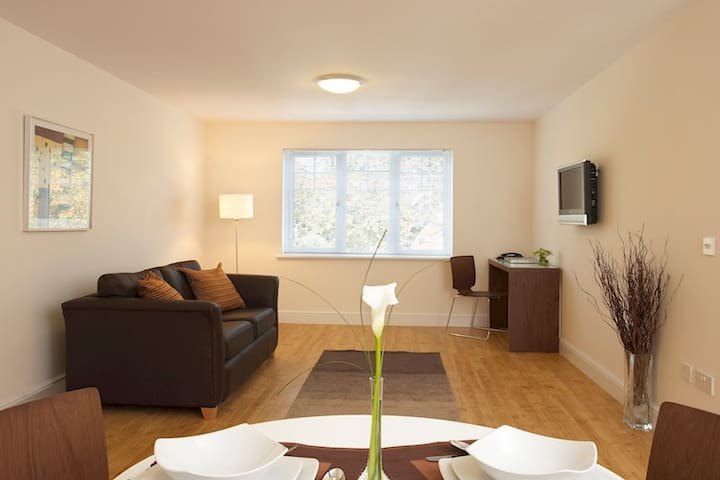 Reading Road Apartments - Farnborough - Appartement