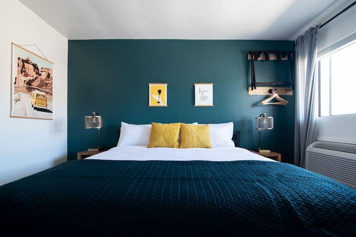 Single King | Spoke and Vine Motel