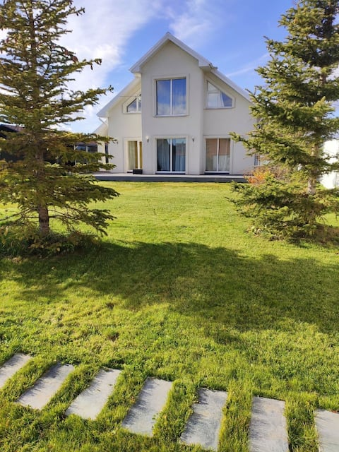 Уютный загородный дом на берегу Камы
