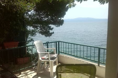 Drvenik, apartman 2m from the sea