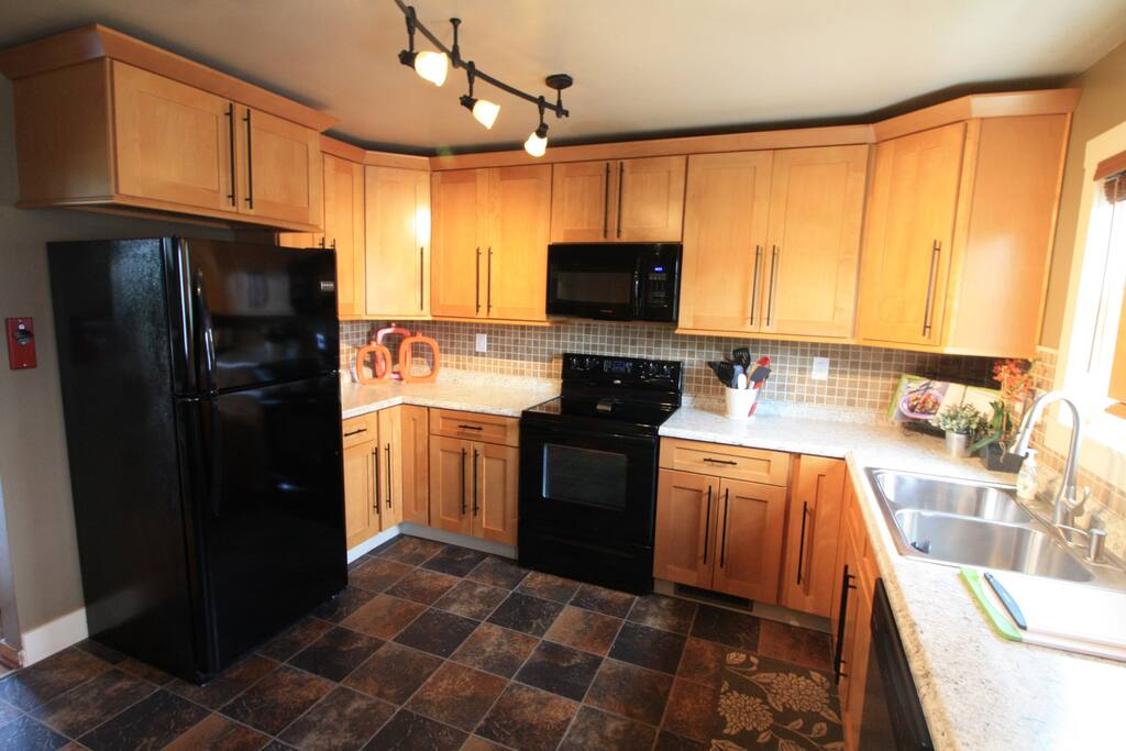 Recently remodeled -FULLY  Equipped Kitchen