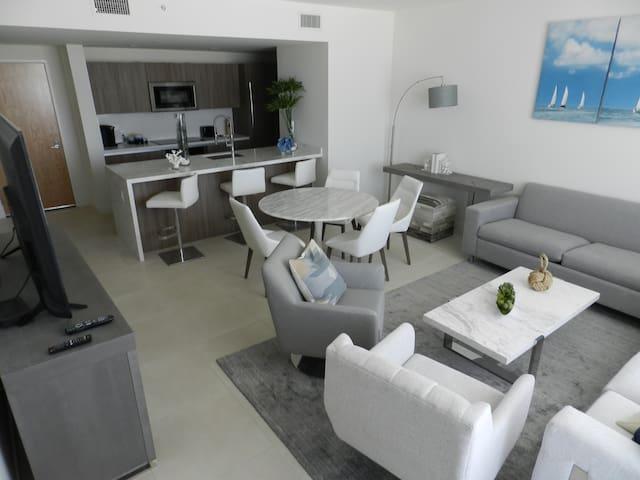 Ft Lauderdale luxury beach apartment-Tiffany House