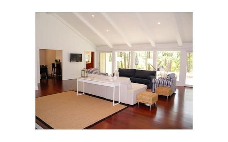 Gorgeous, Contemporary 3 Bedroom House