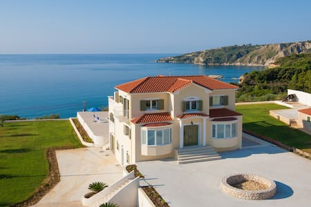Large Private Villa with Pool, Stunning Views - Pesada