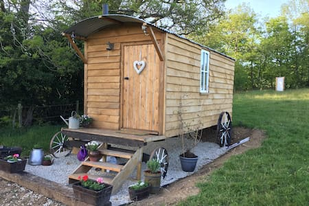 Handmade Oak Shepherds hut with stunning location
