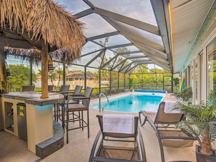 2 Miles from the beach!  Private Tiki Bar!!