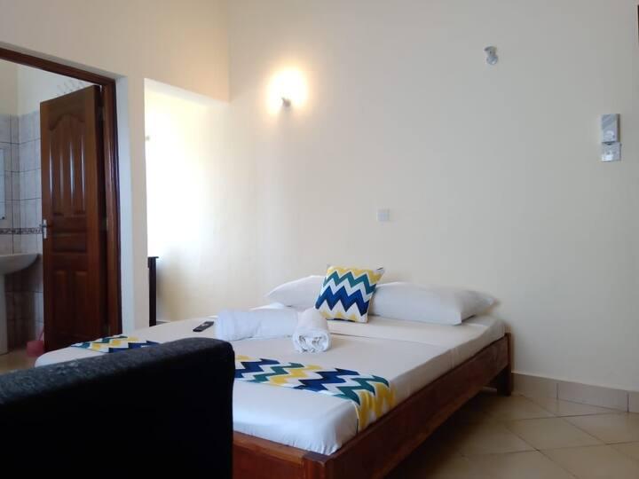 Furaha Cozy private Ensuite room in a villa