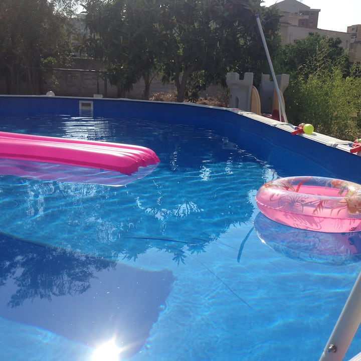 White Home Casa Relax, Posto Auto, Piscina & Wi-fi