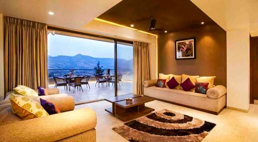 Mrudugandh Villa with Mountain Views in Girivan.
