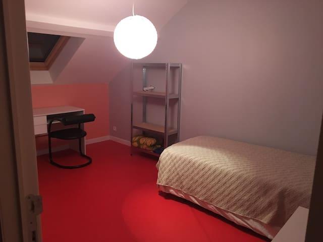 1 bed room (90 cm bed)