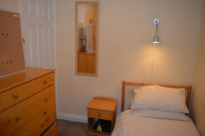 South London - Cosy Single room - Good for Commute