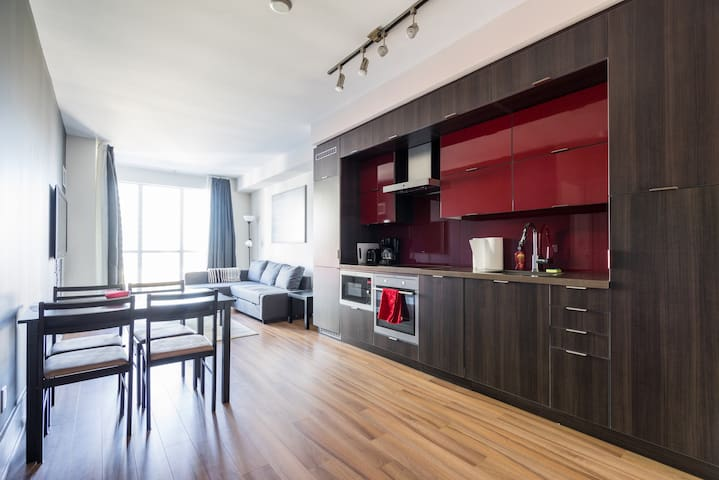 Luxury 2bd with view of CN Tower /w free parking