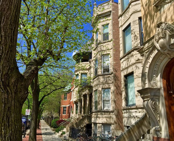 2F 4 BEDROOMS 2 Bt  in Little Italy near Loop UIC