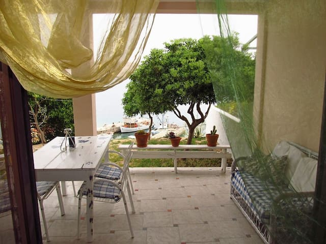 small village next to the sea - Miškovići - Apartamento
