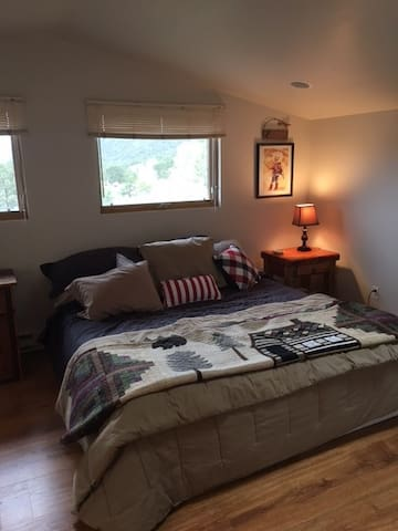 studio apartment minutes from Carbondale