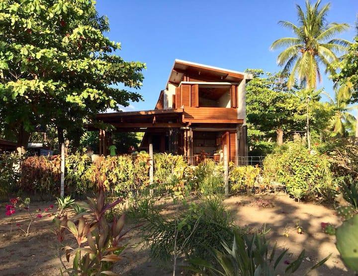 Casa Sámara HerSan: Front Beach House