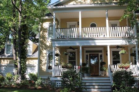 Charming, spacious Daniel Island home - Charleston - Ház