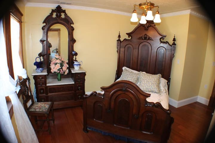 Balcony Bedchamber at the Millsap-Baker Estate - Damascus - Bed & Breakfast
