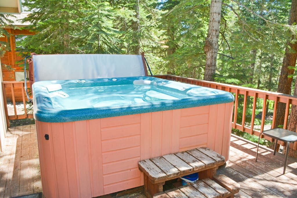 Large outdoor hot tub on the deck with alpine views