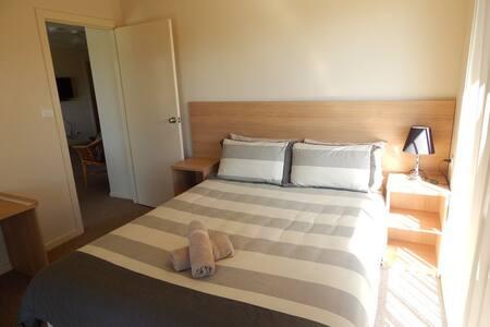 Four Bedroom Waterview Apartment - Batehaven - Muu