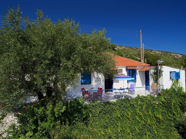 Little Cottage - Stunning Views, near Ag. Effimia - Kefallonia - Casa