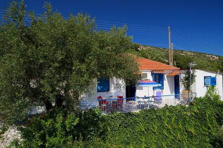 Little Cottage - Stunning Views, near Ag. Effimia - Kefallonia - Dům