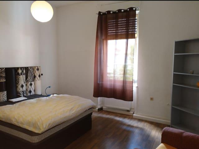 Zimmer in Kaiserslautern m. Gartenblick