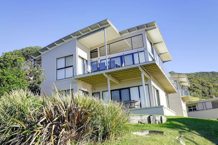 ROCKPOOL - Blueys Beach House w Stunning Views!