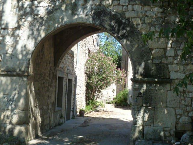 Gîte 8 pers - Accès SPA et Patio - Corps de ferme - La Garde-Adhémar - อพาร์ทเมนท์