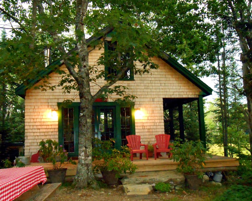 Camp kwitchabitchin at bad beaver farm cottages for rent for Beaver creek farm cabins