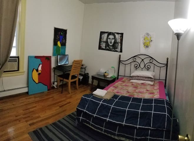 Pvt Room, 5 Minutes from JSQ PATH, Jersey City