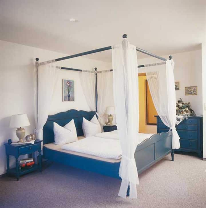 1  Zimmer Appartement 35 qm Himmelbett