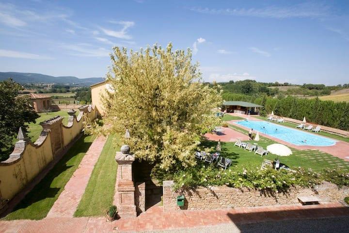 Historisches Anwesen mit Pool und Tennisplatz