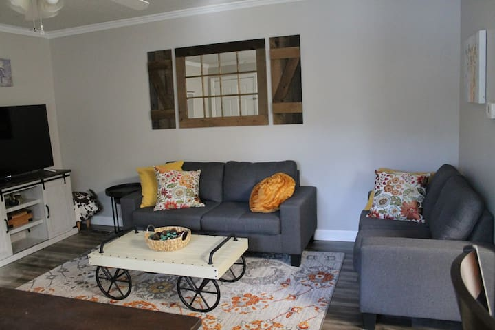 Newly renovated apartment close to UF and Shands