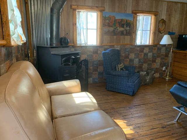 # O, No fee Cabins 4 Less, 2 bedroom, F/P Kitchen
