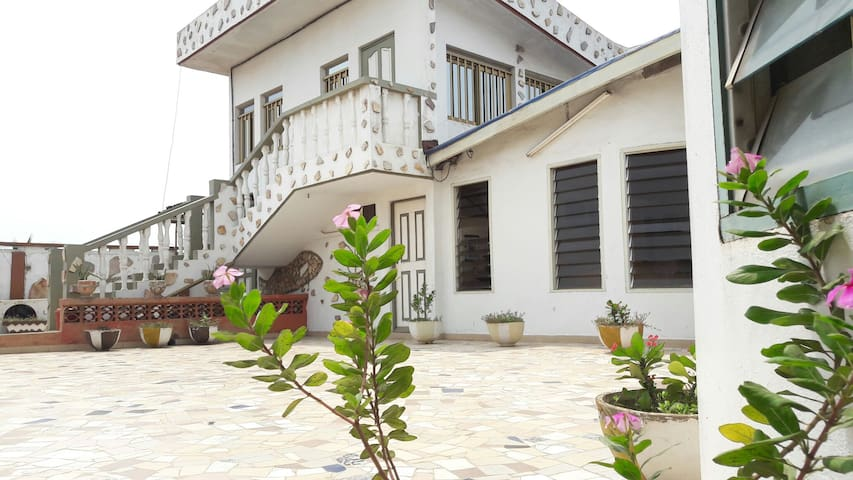 Charming and peaceful tropical duplex Tokoin - Lome - Hus