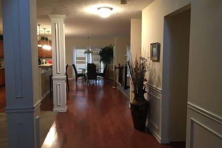 Park Estates - Snellville - Дом