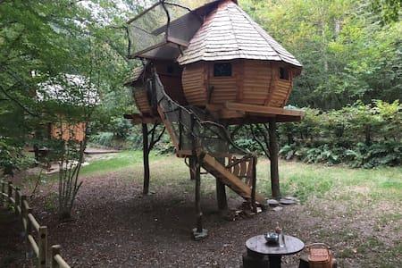 Cabane perchée Lalégende - Haulmé