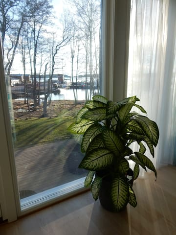 Modern waterfront apartment. Lots of air and light - Mariehamn - Lejlighed
