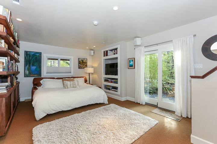 LUXURIOUS, COZY MODERN PRIVATE 1 BR