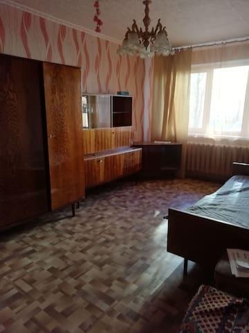 Сдаётся 2х комнатная квартира с удобствами !