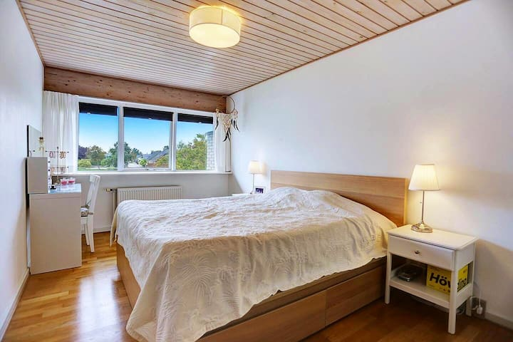 Very quiet, safe and comfortable big bed room