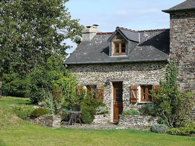 Stunning cottage in countryside - La Bazoque - Talo
