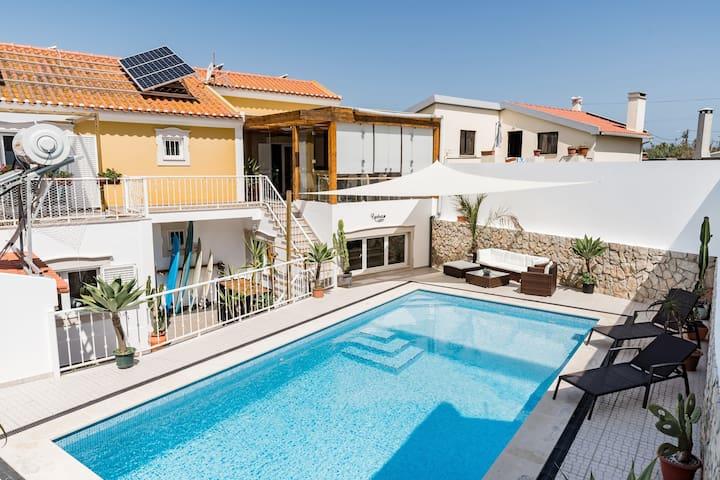 Bright twin in Luxury Villa; pool & nature view