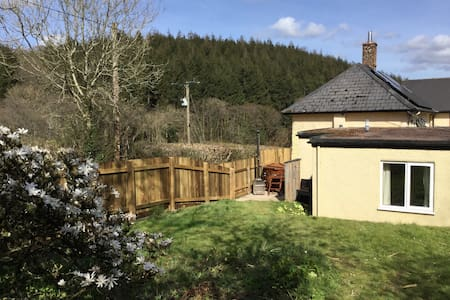 Private HOT TUB & garden-rural farm From £54 p/n - Devon