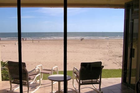 BEACHFRONT GROUND FLOOR 2/2..Unbelievable Views!!! - Остров Саут-Падре