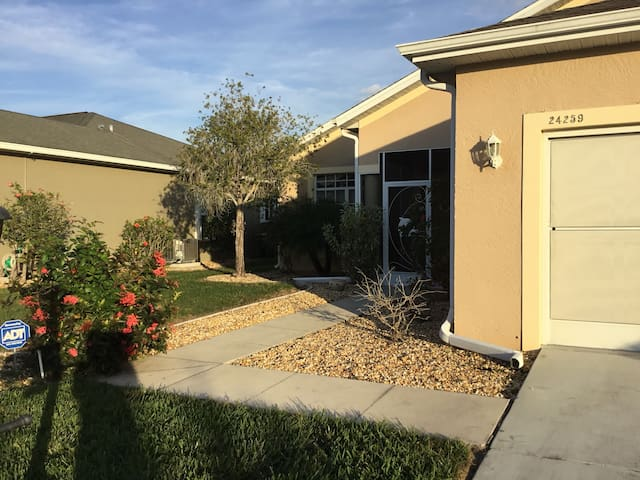 55+gated golf course community.  30+day lease only